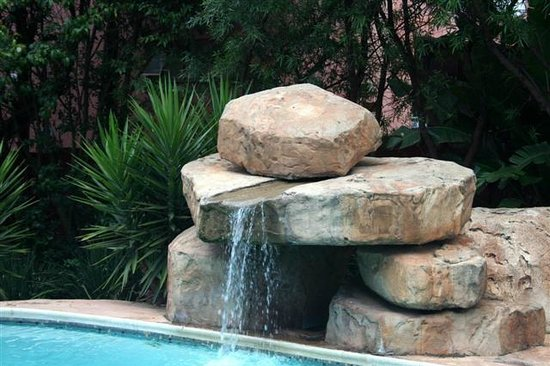Moonflower Cottages: Rock pool for your pleasure