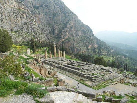 Private Greece Tours : Temple d'Apollon bâtit sur la grotte de la Pythie