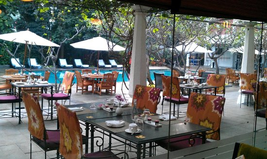 Vivanta by Taj - M G Road, Bangalore: Poolside Dining