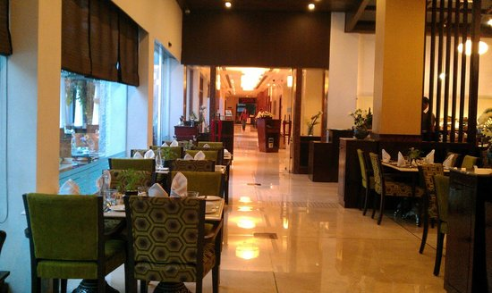 Vivanta by Taj - M G Road, Bangalore : Inside Dining area