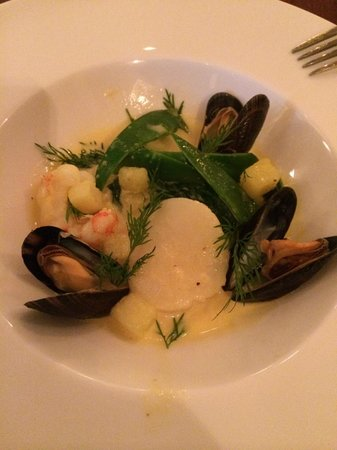 Linnea: Shellfish ragout with potatoes, saffron and dill