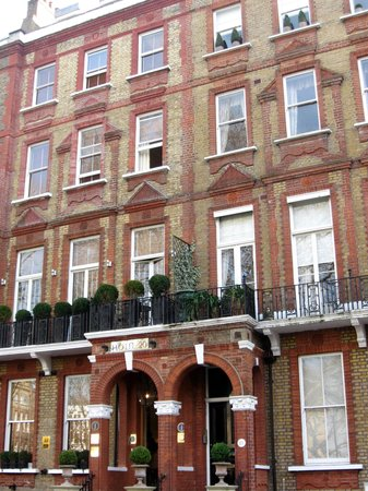 Twenty Nevern Square: L'ingresso dell'hotel