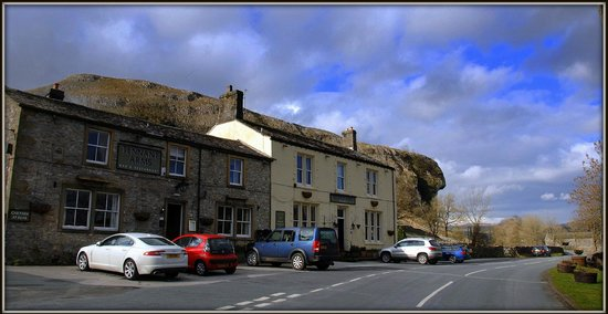 The Tennant Arms: Tennant Arms with Kilnsey Crag