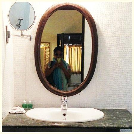 Vila Goesa Beach Resort: bathroom