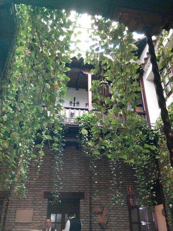 Restaurante Almudaina: Patio donde se come