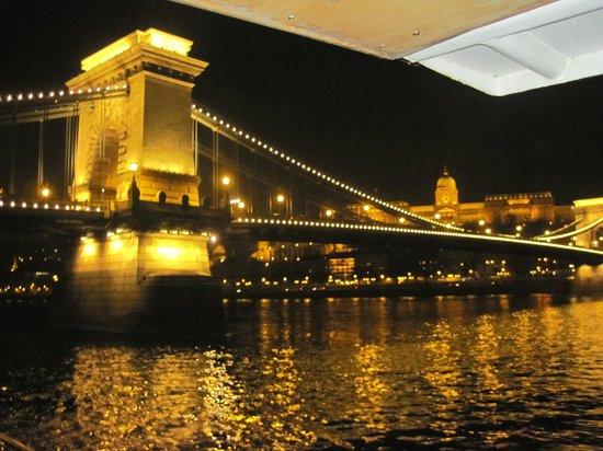 Cosmo City Hotel : ponte delle catene-crociera sul Danubio
