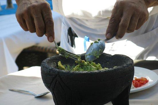 Si Senor Beach: Guacamole at the table