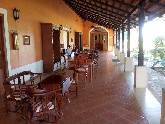 Hotel Hacienda Noc Ac: Veranda