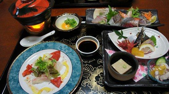 Matsunoya: 部屋はともかく、このお値段でこの料理なら、かなりお得です