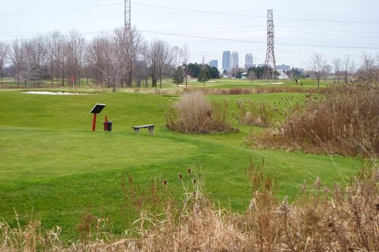 Best Western Plus Travel Hotel Toronto Airport: View of Golf Course & City Behind