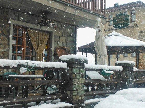 Osteria dello Stambecco: Ingresso..sotto la neve!