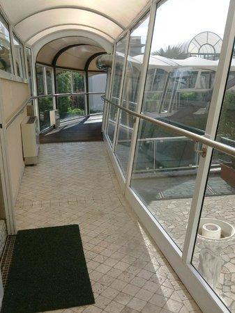 Hotel Formentin : corridio hotel <-> piscina/spa