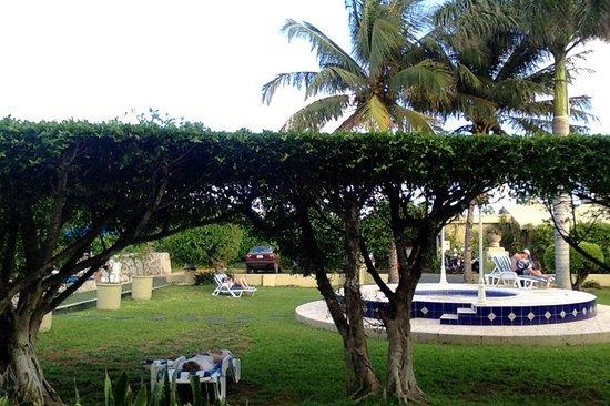 Villablanca Garden Beach Hotel: view from our patio doors