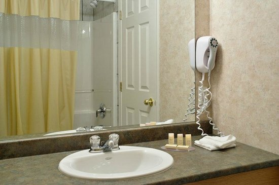 Days Inn & Conference Centre - Penticton : Guestroom Bathroom