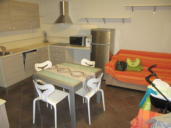 Le Vele Residence : cucina e soggiorno