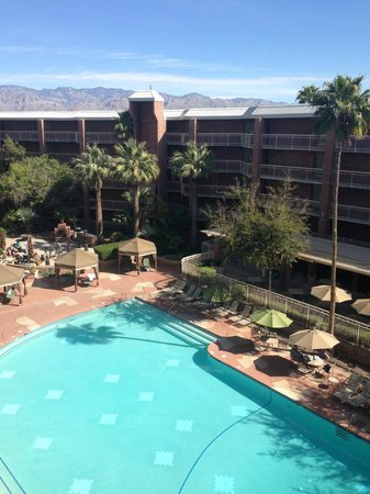 Radisson Suites Tucson: Pool area