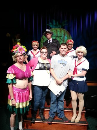 Capone's Dinner and Show: Picture with the cast after the show