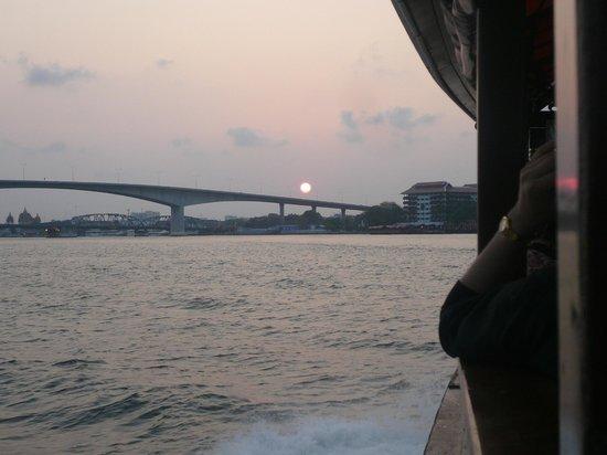 Anantara Riverside Bangkok Resort: アナンタラの夕日