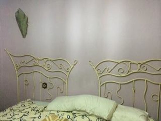 Hotel Las Carretas: habitación destartalada
