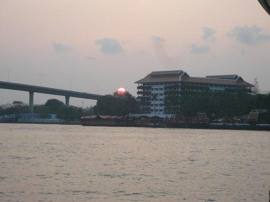 Anantara Riverside Bangkok Resort : 夕焼けアナンタラ