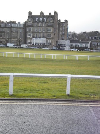Macdonald Rusacks Hotel : hotel with old course in front