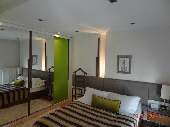 Aura Suites: 2 BDR SUITE - MAIN BEDROOM