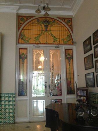 The Phoenix Hotel Yogyakarta - MGallery Collection : Lobby with piano bar area