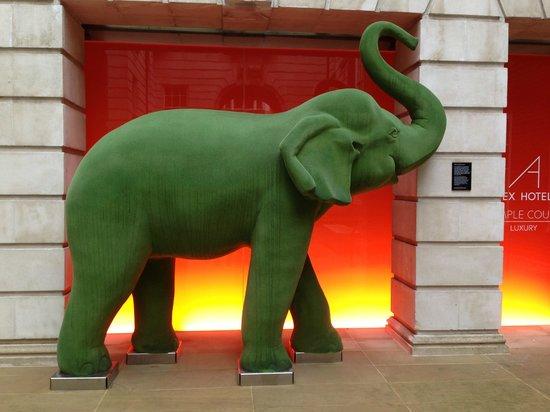 Apex Temple Court Hotel Elephant Sculpture At Entrance