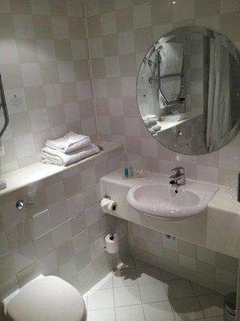Holiday Inn Cambridge: Bathroom