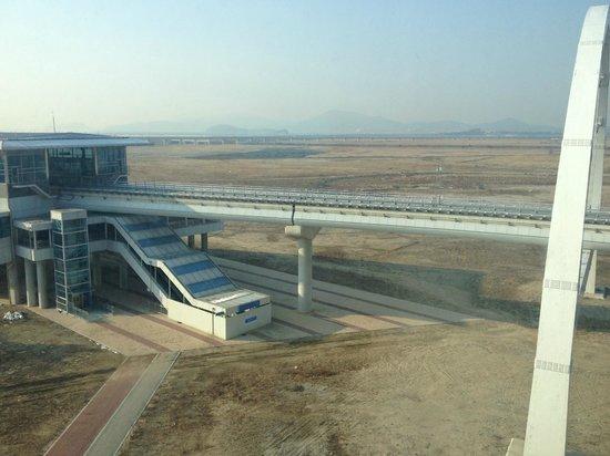 Best Western Premier Incheon Airport: Vue de la chambre aux vitres sales