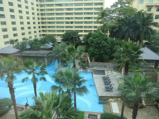 Dongfang Hotel: Swimming Pool