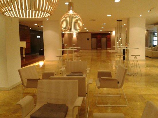 Barceló Bilbao Nervión: Hall hotel