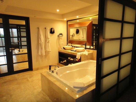 Paradisus Playa Del Carmen La Esmeralda: Baño en suite de habitación Master