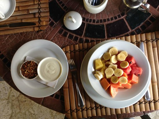 Ylang Ylang Beach Resort: Breakfast one of many options