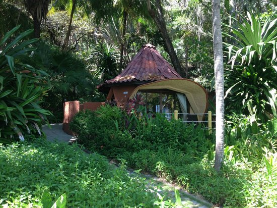 Ylang Ylang Beach Resort: Dome 4