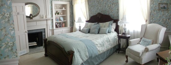 Applewood Manor Bed & Breakfast: Sarah's room