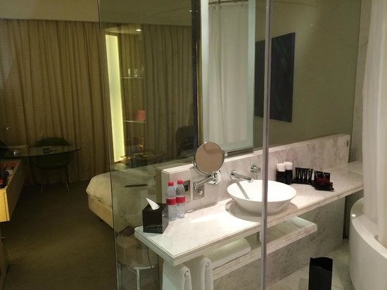 Media One Hotel Dubai: The room