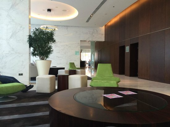 Media One Hotel Dubai: Hotel reception area