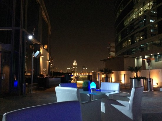Media One Hotel Dubai: Outside eating area on eighth