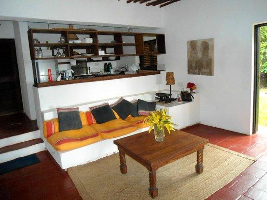 Kusini Beach Cottages: interno soggiorno