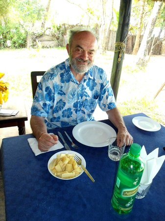 Kusini Beach Cottages: a pranzo nella veranda