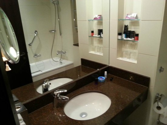 Crowne Plaza Hotel Reading: bathroom
