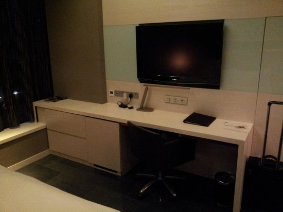 The Quincy Hotel by Far East Hospitality: Desk