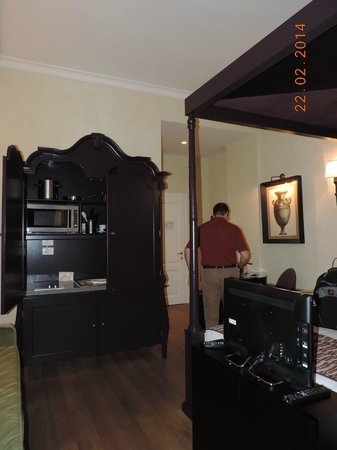 San Firenze Suites & Spa : Armoire with everything, high ceilings