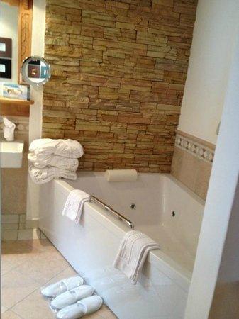 Hotel Berghof Zermatt : salle de bain junior suite