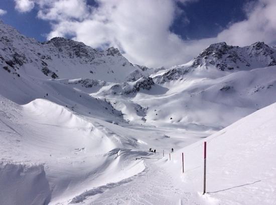 Arosa Ski Resort: vandringsled från Innerarosa mot resturangen Alpenblick