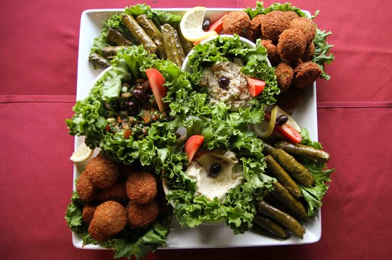 Bunky's Cafe: Delicious Hummus, Baba Ghanouj, Grape leaves & Falafel