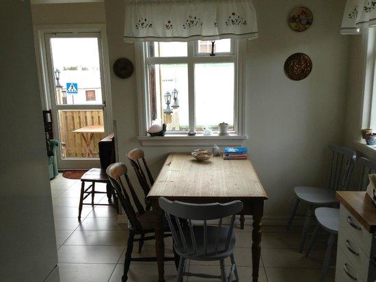 Edda's Farmhouse in Town: Dining/Kitchen Table