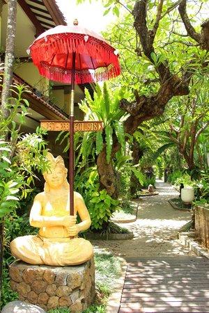 Ramayana Resort & Spa: Garden