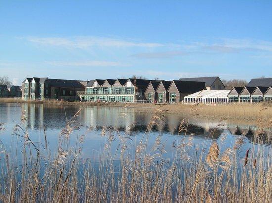 De Vere Cotswold Water Park: View across the lake